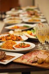開放感のある会場で宴会を!季節感あふれるイタリア料理で!