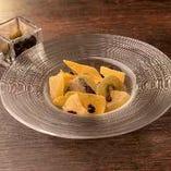 オリーブとドライフルーツの盛り合わせ