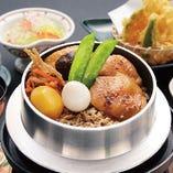 鶏釜めし(みそ汁・漬物付)