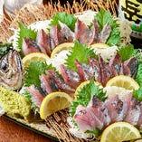 【鮮魚の刺身】 姉妹店の生簀から水揚げしたばかりの魚を仕入れ