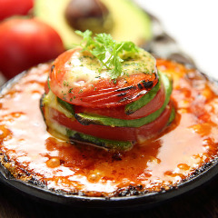 トマトとアボガドのミルフィーユグラタン