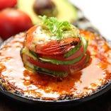 トマトとアボカドのミルフィーユグラタン