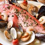 [魚介の恵みがずっしり] 創意工夫された魚介料理を召し上がれ