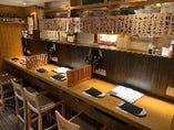 お寿司屋さんをイメージした 広めのカウンター。