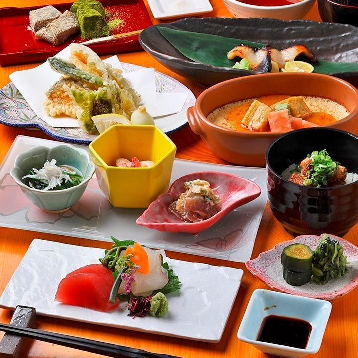 旬を楽しめる料理長おまかせ料理のミニ会席は1,800円(税込)~