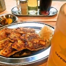 冷たいサッポロビールと餃子で!
