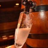 樽生スパークリングワインなど、世界各国のワイン30種ご用意