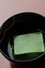 手間をかけた「抹茶豆腐」