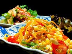 バンコクで人気上昇中★ トウモロコシのソムタムサラダ