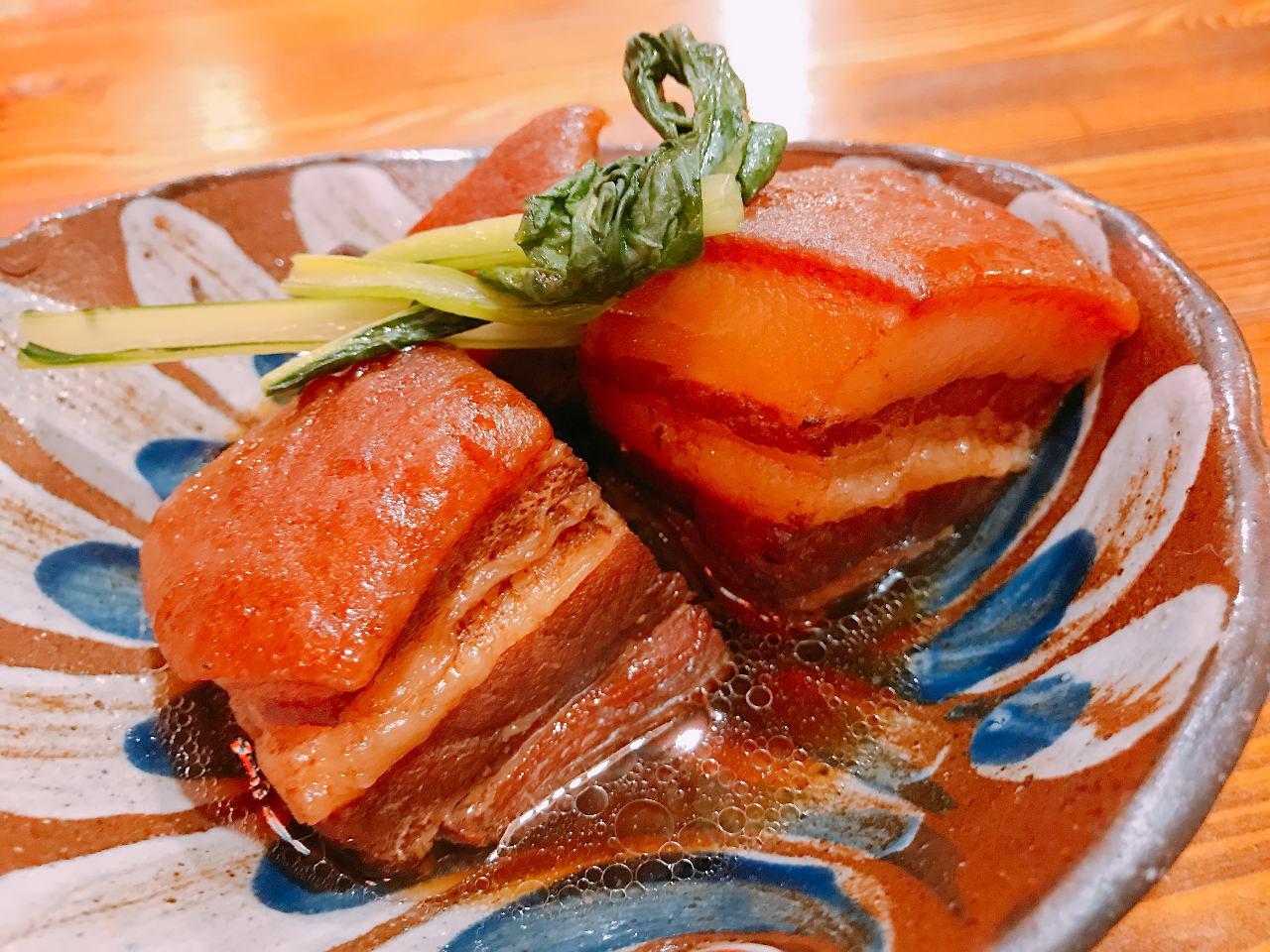 沖縄料理の定番「ラフティー」を始めバラエティー豊かなメニュー