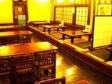テーブル・小上がり席も『ゆったり』スペースです。
