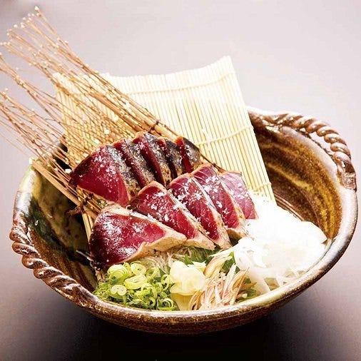 藁で豪快に焼く高知県を代表する逸品「かつおの藁焼き塩たたき」