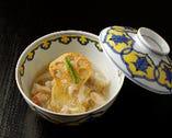 「煮物」は海老芋の蟹あんかけ。蓋を開けた時の香りもご馳走だ。