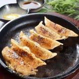 鉄板肉餃子