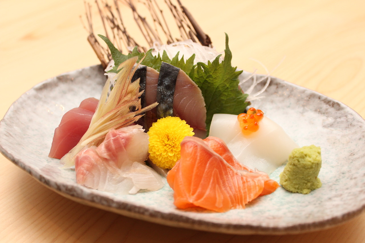 自慢の鮮魚をお刺身とお寿司で