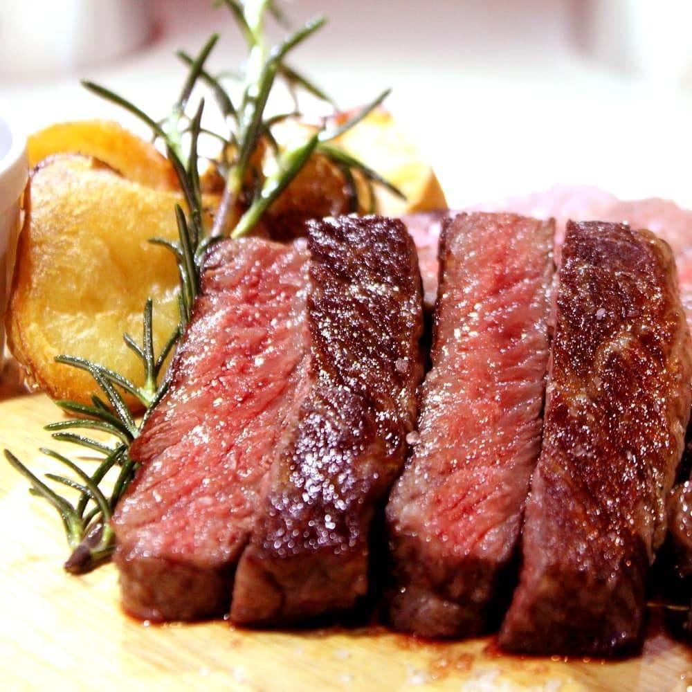 黒毛和牛を始めとした肉料理