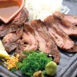 厚切り牛タン藁焼きコンフィ
