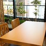 日本庭園を見ながらお食事ができるVIPルーム