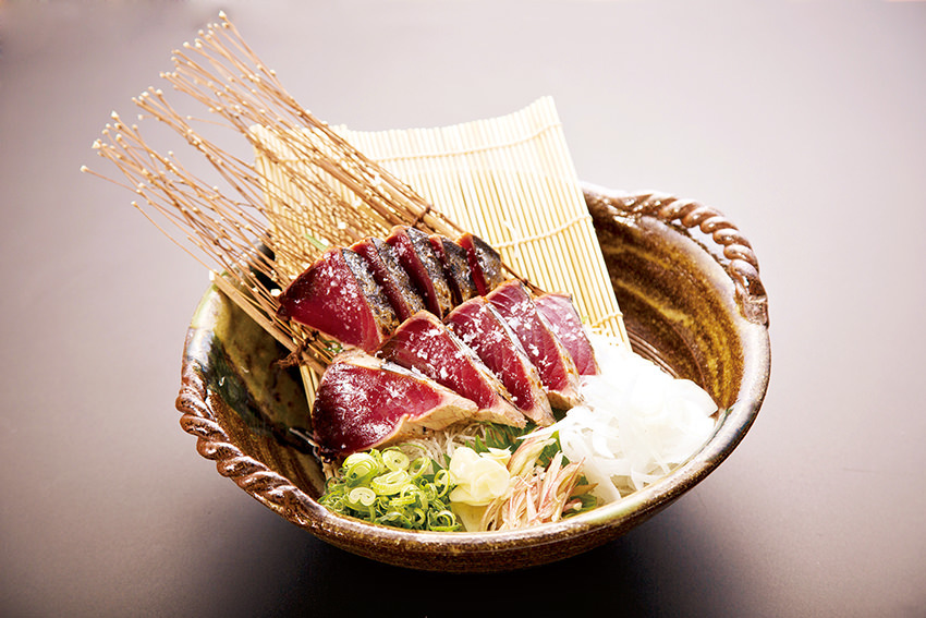 厳選食材を豪快な「藁焼き」で満喫♪