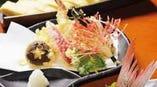 華やかな天ぷらの盛り合わせ
