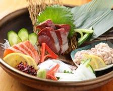 朝一番に市場で仕入れる新鮮魚介
