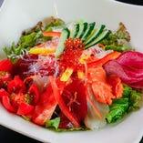 自家製海鮮サラダ
