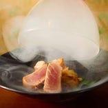 熟成魚を瞬間スモーク!香り高い燻煙に包まれた絶品の味わい