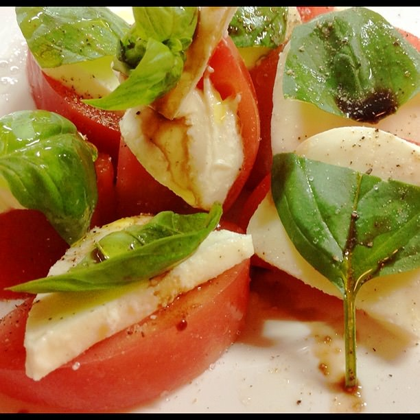 高知産トマトのカプレーゼ