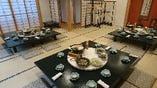 奥座敷は最大36名様、写真のテーブルの島を3島各12名着座でご用意できます。