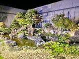 店舗敷地内には庭があり、座敷から南魚沼の四季を眺望しながらのお酒は格別です。