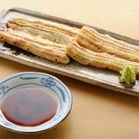 白焼きにはわさびで。シンプルに鰻そのものを味わえます。