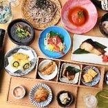 北海道をはじめ、全国各地から仕入れる新鮮魚介を使用した、大将渾身の逸品が味わえる宴会コース