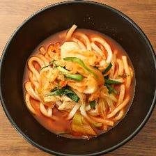 四国直送、コシのある麺と風味豊かな出汁を豪快にすする。 これが本場の食べ方!