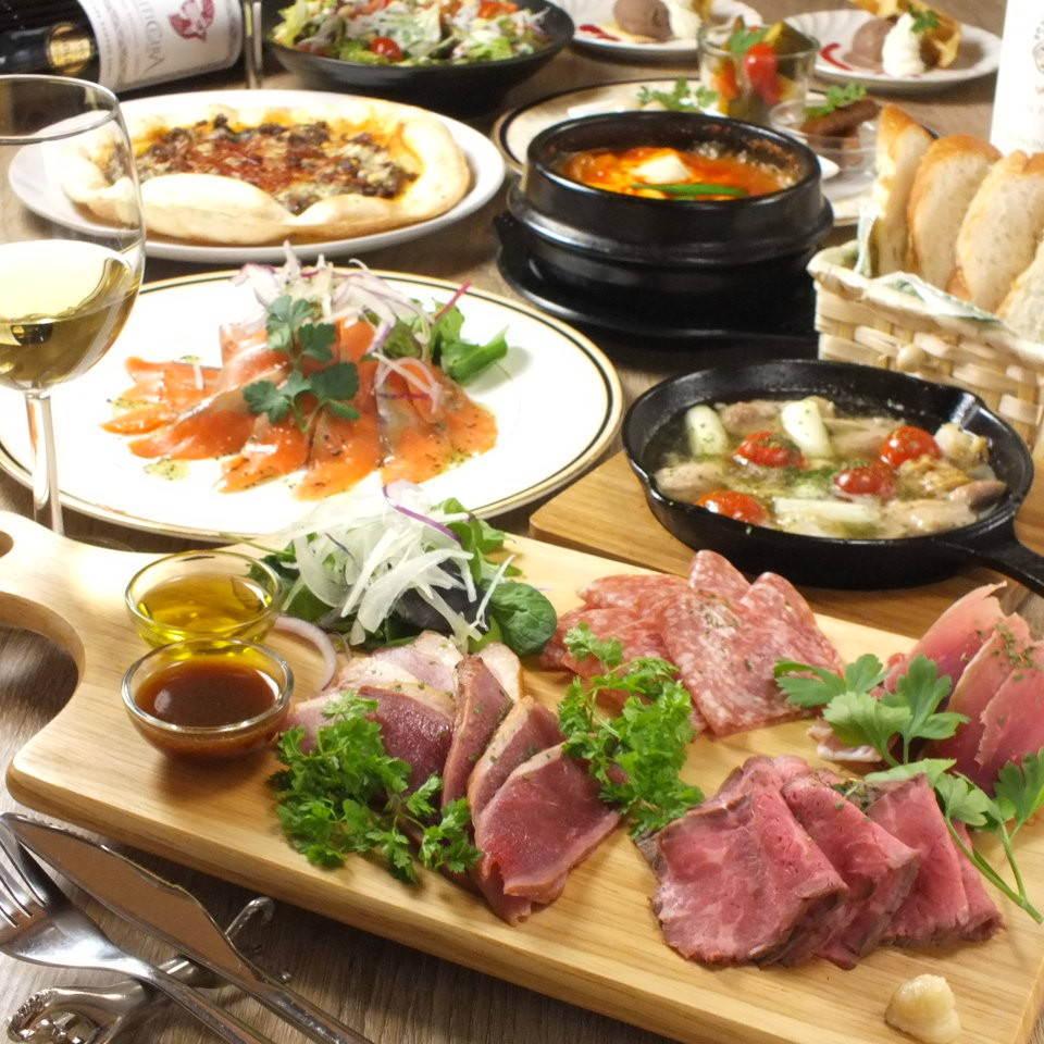 プチ贅沢なお肉の4種盛など、 自慢の料理を堪能するコース。