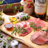 プチ贅沢! 4種のお肉が味わえる人気のメニュー。
