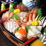 自慢の鮮魚!コースメニューの舟盛り!旬の食材もおさえてます。