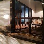 【2Fフロア テーブル個室(~4名様)】親密度が高まる小さなお部屋はデートや接待に◎