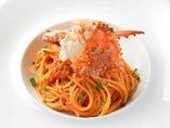 ズワイ蟹と渡り蟹のトマトクリームパスタ