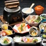 瀬戸内の山海の幸を季節に合わせ、コース料理にてご提供します。