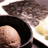 そばがき 特製醤油につけて海苔を巻いて召し上がります。
