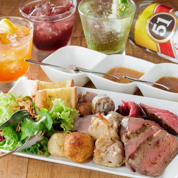 ステーキやパン、パイナップル、グリル野菜など豊富にご用意。