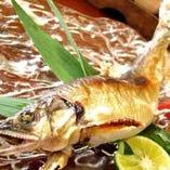 漁師から仕入れる旬な瀬戸内の鮮魚を味わえます