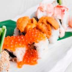 贅沢海鮮こぼれ寿司 (雲丹・ いくら・蟹)