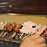 幻の鶏と言われているインギー鶏を備長炭でじっくりと焼き上げる