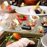 単なる料理の粋を超えたパフォーマンスや美しい盛り付け、うつわ使いなどは、舌だけでなく目でもお楽しみいただけるはずです。