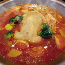 丸鶏鍋 彩野菜とトマト ~柚子胡椒付~