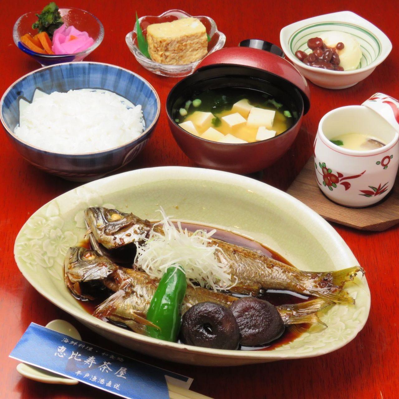恵比寿茶屋オリジナルの甘ダレ煮魚
