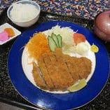 国産豚(三元豚)の熱々サクサク熱々美味しいロースカツ御膳