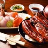 国産の鰻丼と新鮮プリプリのお刺身5点盛り。