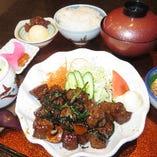 北海道産牛レバーニラ炒め御膳*土日祝日夜の御膳には:御飯、お新香、お味噌汁:デザート付ております。